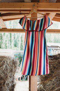 színes ruha