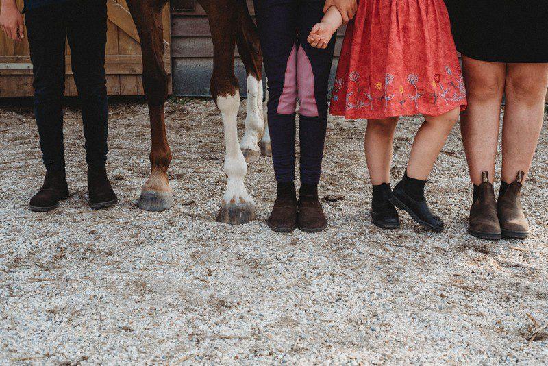 lábak lovak gyerekek