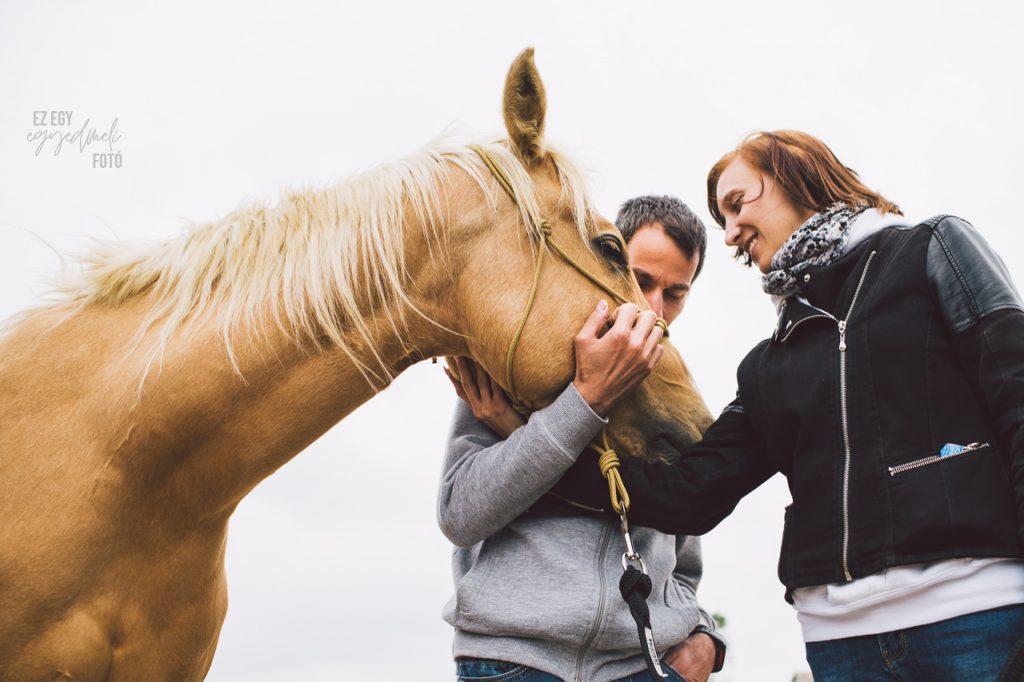 férfi és nő lóval